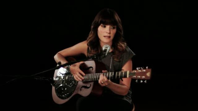 Download nhạc Me Quedo (Acoustic Version) trực tuyến miễn phí