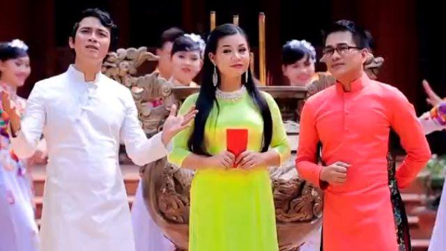 Xem MV LK Đón Xuân Này Nhớ Xuân Xưa, Câu Chuyện Đầu Năm - Huỳnh Nguyễn Công Bằng, Dương Hồng Loan, Lê Sang