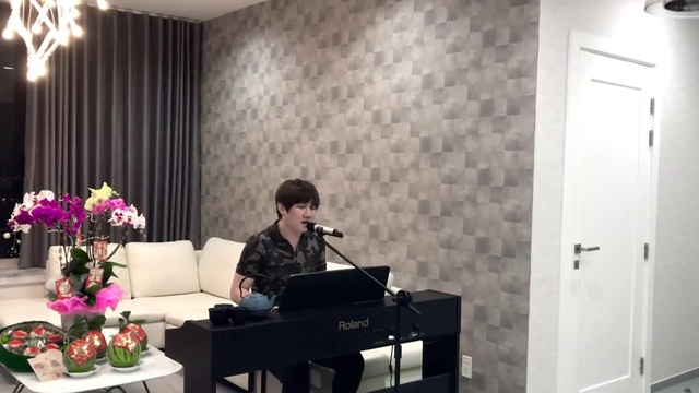 Xem MV Xuân Này Con Không Về (Piano Cover) - Mr.Siro