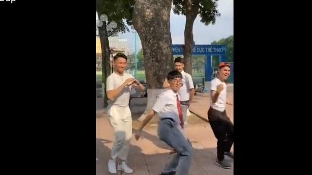 Xem MV Trào Lưu 'Có Chàng Trai Viết Lên Cây' Đúng Chuẩn Dân Chơi - V.A