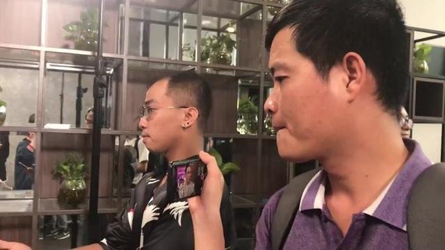 Xem MV Khương Dừa Xuất Hiện Lật Tẩy Bí Mật Của Nghệ Sĩ - Hotgirl Sam Hát!! - V.A