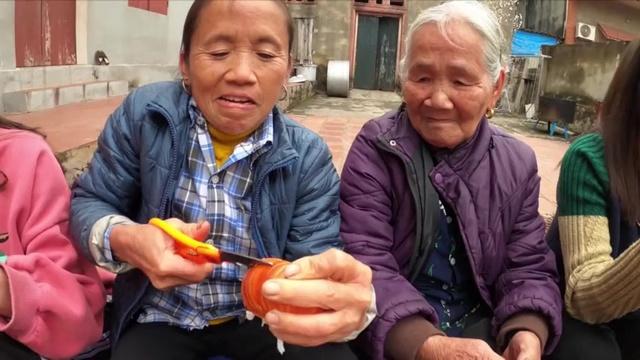 Xem MV Làm Đĩa Tôm Hùm Khổng Lồ Tặng Mẹ Nhân Ngày 8/3 Quốc Tế Phụ Nữ - Bà Tân Vlog