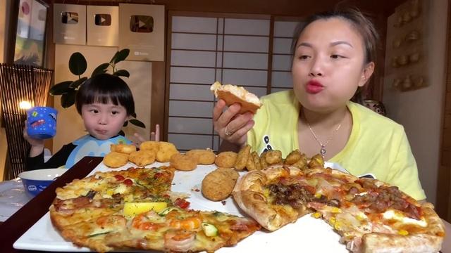 Xem MV Ăn Mâm Bánh Pizza 8 Vị & Kể Chuyện Sinh Nghề Tử Nghiệp - Cuộc Sống Ở Nhật #552 - Quynh Tran JP