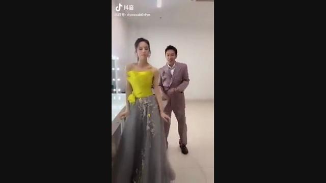 Tải nhạc hot Lý Nhược Đồng Và Trần Hạo Dân Nhảy Trên Nền Nhạc Có Chàng Trai Viết Lên Cây online