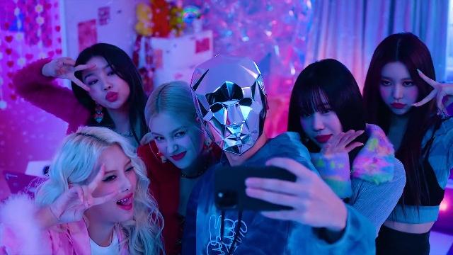 Ca nhạc Wrap Me In Plastic - Momoland, Chromance   MV - Ca Nhạc