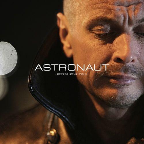 Nghe và tải nhạc Astronaut Mp3
